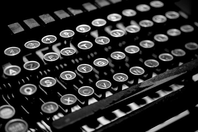 psací stroj antický