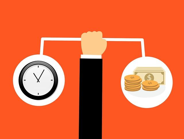 peníze a hodiny na váze.jpg