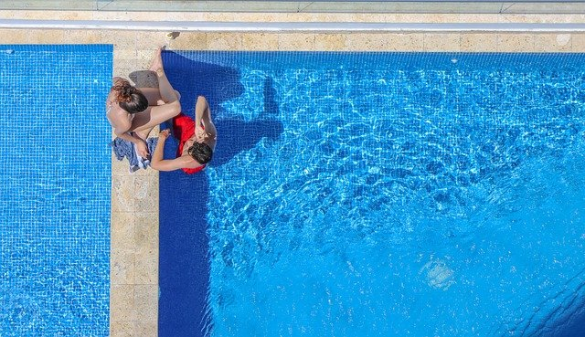 dva u bazénu