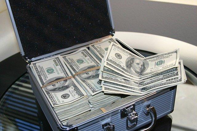 kufr se stovkami